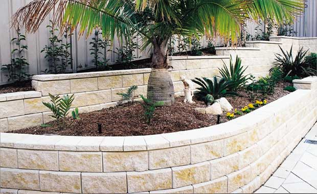 Retaining wall planter
