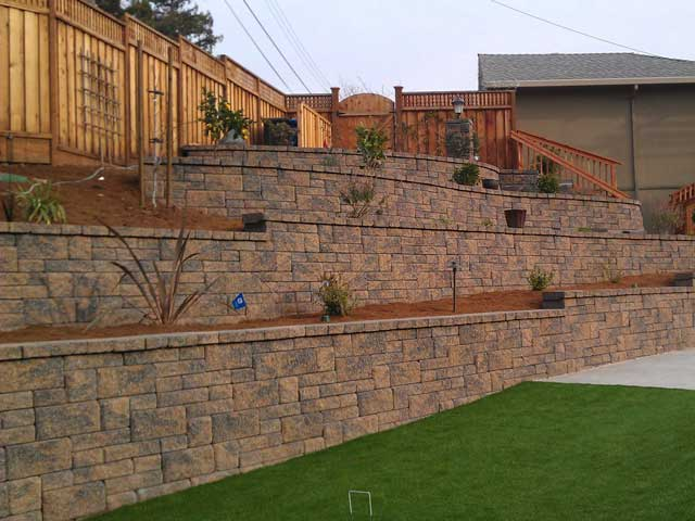 Retaining Wall Backyard Slope : Retaining Wall with stairs Europa